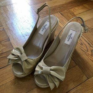 Size 38 Valentino beige nude wedges